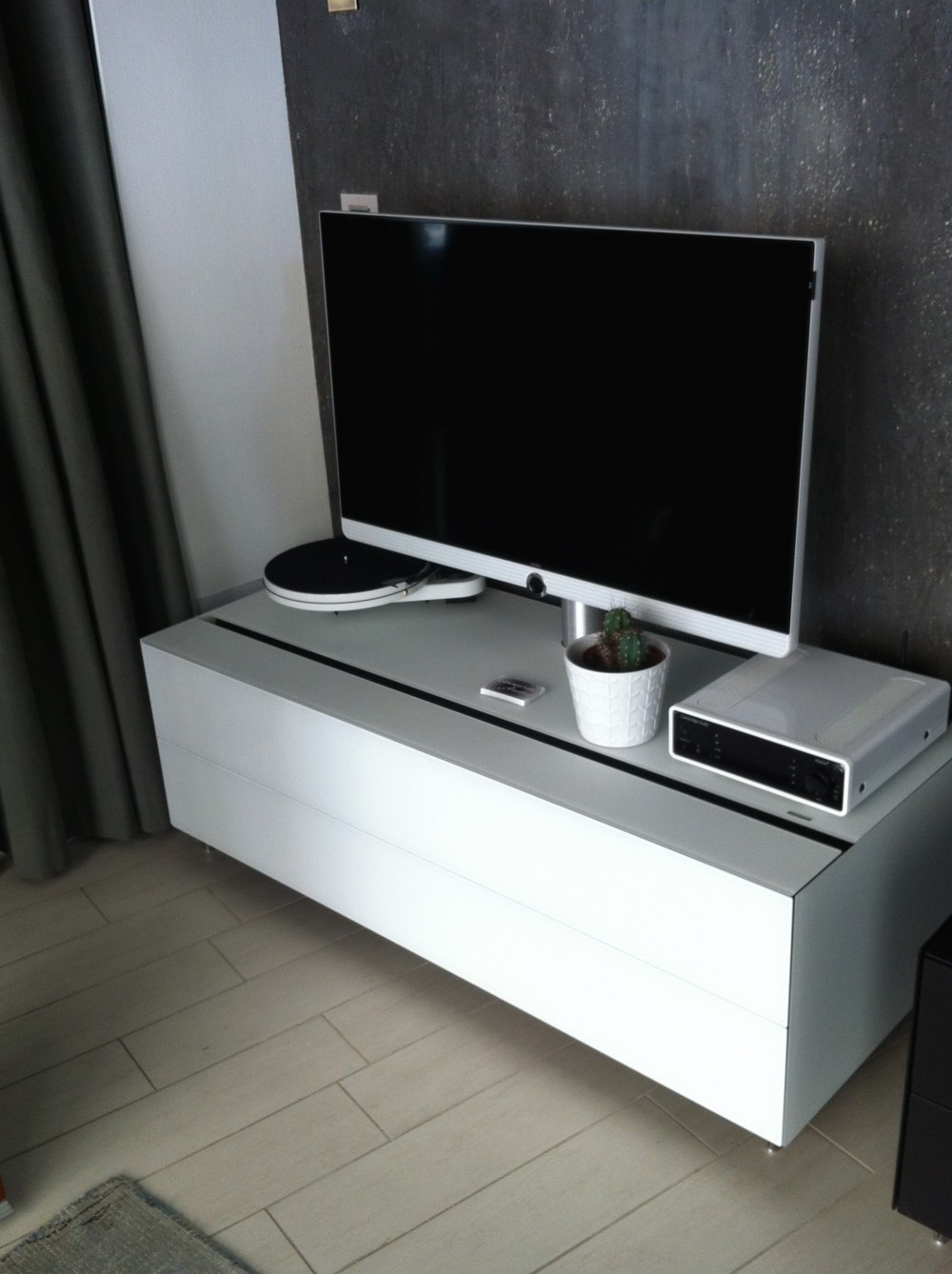 Spectral - Cocoon con supporto TV bianco